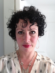 This was my first attempt - and a pic I sent to my friend to say I didn't totally hate it!  Some people get a different colour, some people go grey, some go curly after chemo. I, obviously, went curly.